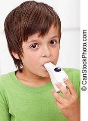 garçon, inhalateur, -, closeup