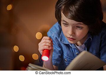 garçon, intéressant, inquiété, inquiet, livre, lecture