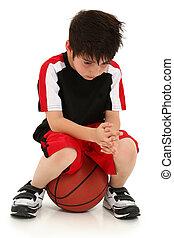 garçon, jeu, basket-ball, perdu, triste