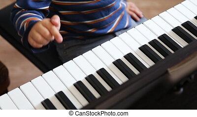 garçon, jeu, piano, apprentissage, comment