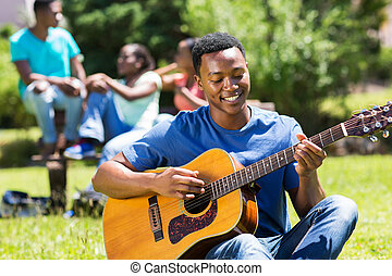 garçon, jeune, guitare, américain, collège, africaine, jouer