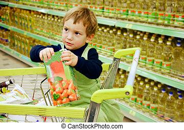 garçon, jeune, supermarché