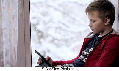 garçon, jouer, tablette