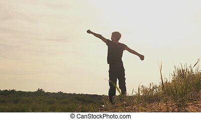 garçon, lent, augmentation, haut, motion main, vidéo, crier, ton