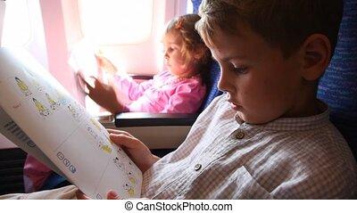garçon, lire, instruction, règles, avion, sécurité, ...