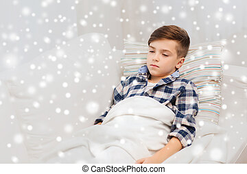 garçon, malade, grippe, lit, maison, mensonge