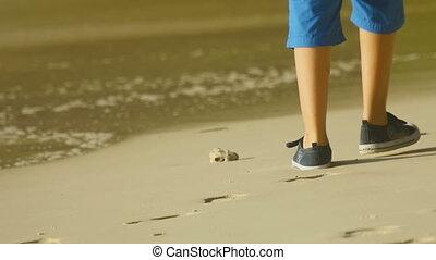 garçon, marche, plage
