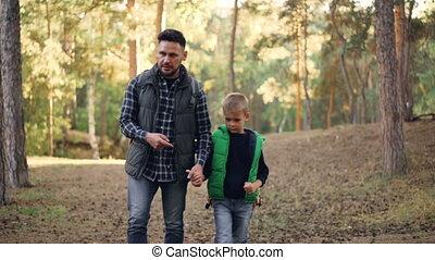garçon, marche, sien, tenue, famille, main, concept., ...