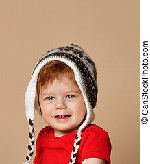 garçon, mignon, tricoté, bébé, portrait, sourire, chapeau