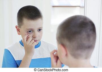 garçon, miroir