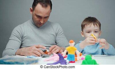garçon, papa, confection, animaux, peu, tir, plasticine