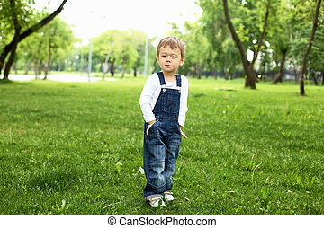 garçon, parc, portrait