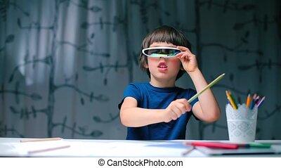 garçon, pencil., coups, séance, table, lunettes