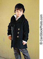 garçon, peu, élégant, manteau, dehors, portrait