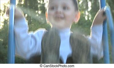 garçon, peu, 2, équitation, balançoire