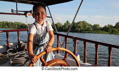 garçon, peu, 2, bateau, conduite