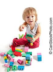 garçon, peu, blocs, sourire, jouer