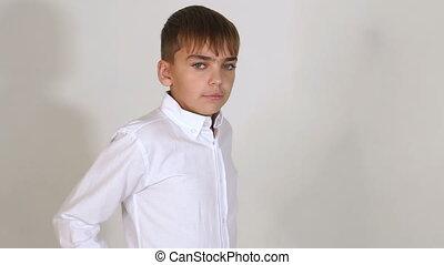 garçon, peu, chemise, arrière-plan., studio, portrait, blanc