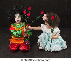 garçon, peu, clown, -, fille noire, fleurs, donne
