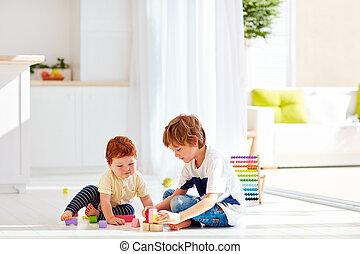garçon, peu, coloré, briques, bois, frère, aîné, bébé, maison, jouer