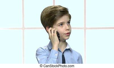 garçon, peu, conversation, cellule, confiant, téléphone.