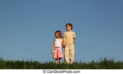 garçon, peu, déclic, herbe, leur, stand, mère, girl, clapperboard, vient