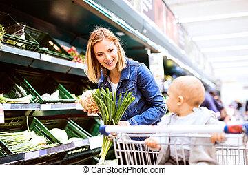 garçon, peu, elle, jeune, supermarket., mère, bébé