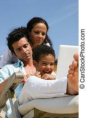 garçon, peu, femme, ordinateur portable, utilisation, transat, homme