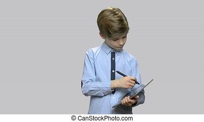 garçon, peu, fonctionnement, tablette, pc., intelligent