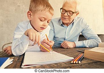 garçon, peu, grand-père, écoute, enseignement, lui, math