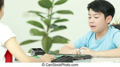 garçon, peu, jeune, pile, jeu, asiatique, mother., monnaie,...
