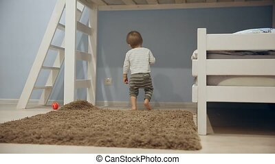 garçon, peu, jeux, autour de, courses, appareil photo, jouets, home.