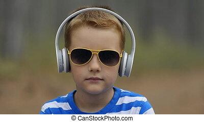 garçon, peu, musique écouter