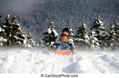 garçon, peu, neige, sledging