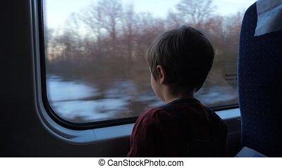 garçon, peu, séance, concept., école, ahead., fetes, regarder, dehors, train, voyager, preschooler, train., fenêtre.