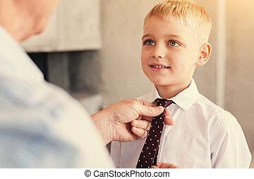 garçon, peu, sien, attaché, grand-père, cravate, avoir