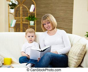garçon, peu, sien, livre, mère, maison, lecture