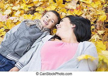 garçon, peu, sien, parc, automne, mère, adorable