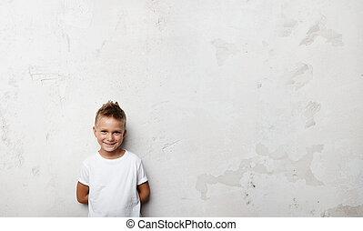 garçon, peu, sien, tient, dos, derrière, mains, sourire
