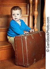garçon, peu, valise