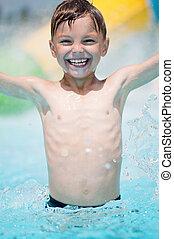 garçon, piscine, heureux