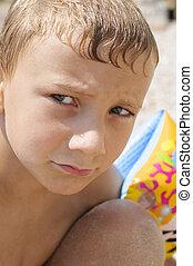 garçon, plage, jouer
