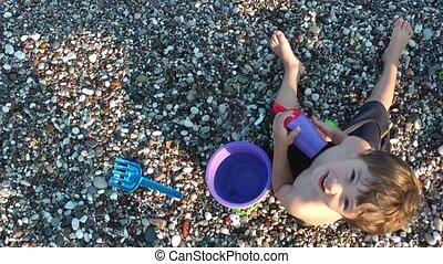 garçon, plage, jouer, jouets
