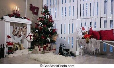 garçon, salle, arbre, a couru, extracts, arbre, considère, cabines téléphoniques, téléphone, blanc, cheminée, noël