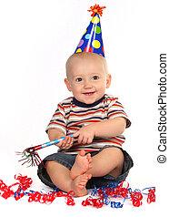garçon, sien, célébrer, anniversaire, bébé, sourire heureux