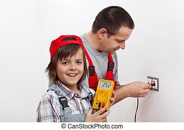garçon, sien, mur, monture, père, portion, électrique, accessoires, heureux