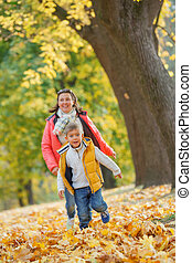 garçon, sien, parc, automne, mère, adorable