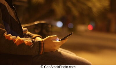 garçon, smartphone, parc ville, jeune, nuit