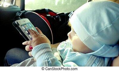garçon, smartphone, voiture, sunlight., maman, slowmotion, enfantqui commence à marcher, jouer, 1920x1080