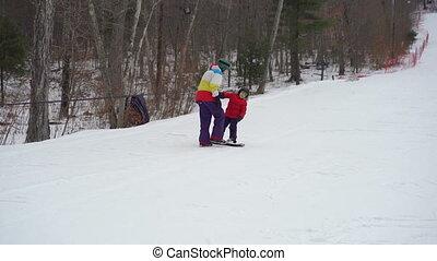garçon, snowboard, peu, cavalcade, snowboard., homme, tiches, jeune, comment, concept, instructeur, activités, hiver